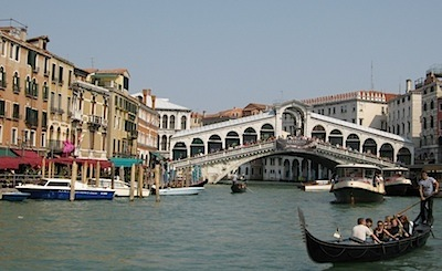 Of all the bridges in Venice, the Rialto Bridge is the most famous